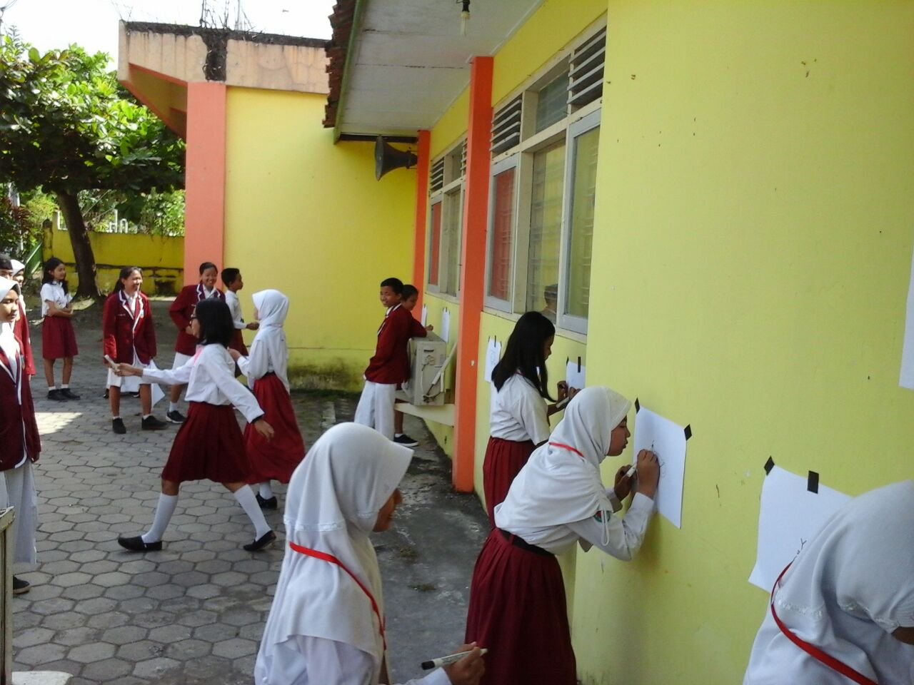 Siswa Baru Antusias mengikuti Kegiatan PLS di Hari Pertama Masuk Sekolah