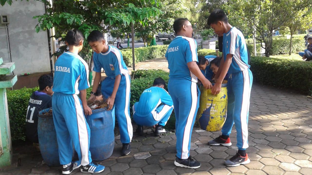 Cegah DBD, Siswa SMP N 1 Wates Ikut Berpartisipasi dalam Gertak PSN Pemkab Kulon Progo