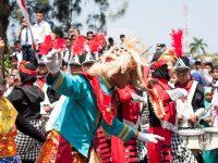 Marching Band Bahana Eka Tama Essawa Tampil Memukau Dihadapan Ratusan Penonton Pawai