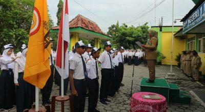 Masa Kepengurusan OSIS 2018 berakhir,  Kepala SMP Negeri 1 Wates Melantik Pengurus OSIS Baru 2019